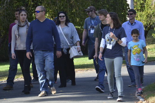 Student gives prospective students tour of campus